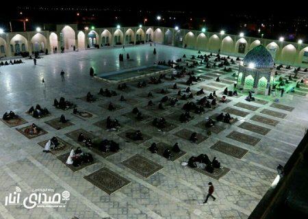 تصاویری از مراسم احیاء شب نوزدهم ماه مبارک رمضان در صحن امامزاده محمدصالح (ع) انار