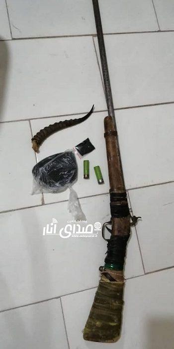 کشف سلاح غیر مجاز و آثار و ادله مربوط به تلف کردن یک رأس آهو در شهرستان انار