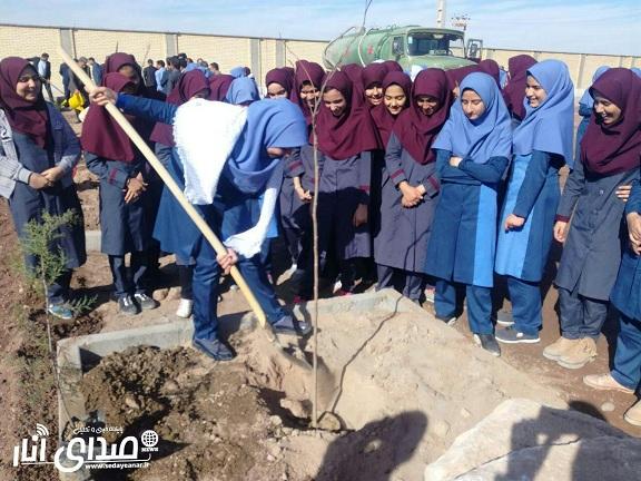 زنگ درختکاری در مدرسه آیت الله خامنه ای انار به صدا درآمد+تصاویر