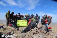 صعود اعضای هیات کوهنوردی و جمعی از پرسنل اداره برق شهرستان انار به قله برفدون شهربابک+تصاویر